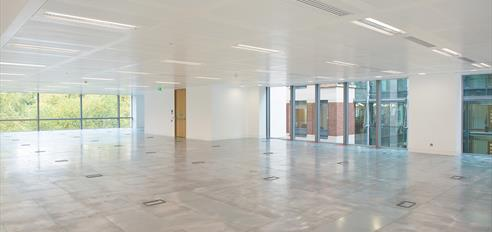 Columnless Floor to Ceiling Office Space